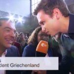 «Ήρθατε να δείτε κάτι πιο γαμημένο από την Ελλάδα;» ρώτησε τον Τσίπρα θεούλης κωμικός στο συνέδριο του SPD