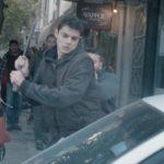 Αυτή η ταινία με έναν πιτσιρικά να σπάει τα πάντα σε ένα δρόμο στα Χανιά δεν έχει το φινάλε που θα περιμένατε