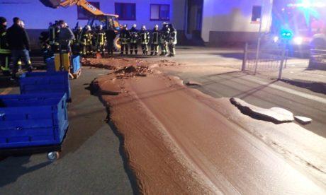 Εργοστάσιο σοκολάτας στη Γερμανία παθαίνει διαρροή, λούζει γλυκά μια ολόκληρη πόλη