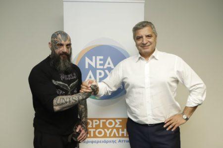 Ο Punisher με τα τατού που σώζει σκυλιά κατεβαίνει με το Γιώργο Πατούλη