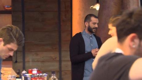 Master Chef: Ο Λεωνίδας Κουτσόπουλος τραγουδάει Χατζηφραγκέτα